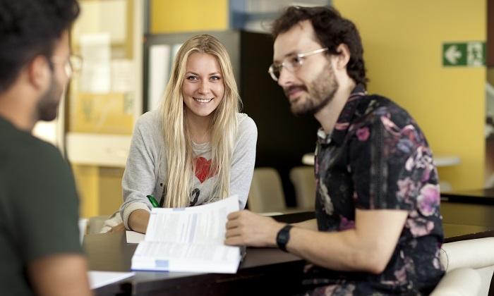 Lernende Studierende an der GBS Fachakademie für Wirtschaft