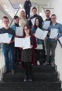 SchülerInnen der GBS Schulen München mit ihren Urkunden für die Teilnahme am PDP Programm